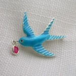 Enameled swallow with diamond eye, carrying pink spinel